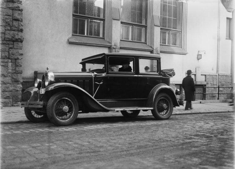 Päivän taksiauto: Oakland Landaulet Helsingin Yrjönkadulla
