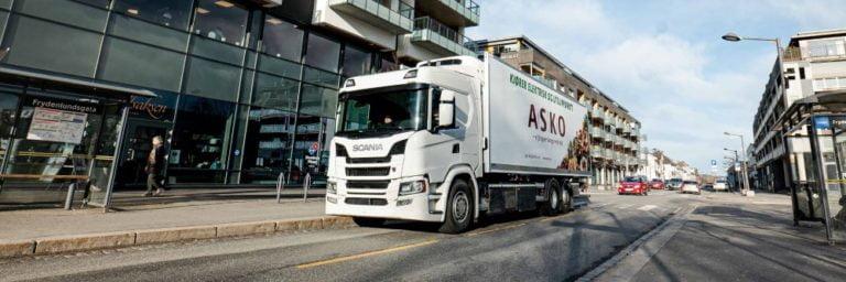 Oslossa kaksi Scanian sähkökuorma-autoa jakeluajoon