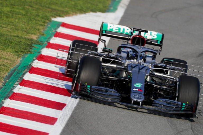 F1: Mercedekset kärjessä ensimmäisen testipäivän jälkeen