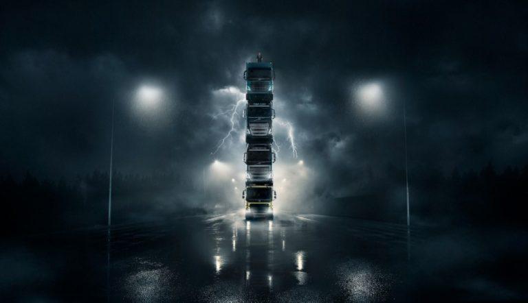Volvo Trucks pisti neljä kuorma-autoa päällekkäin ja laittoi toimitusjohtajan tornin päälle