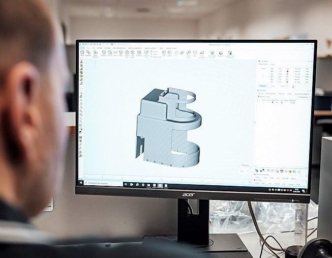Koronaepidemia: Daimler tarjoaa 3D-tulostusta terveydenhoitosektorin käyttöön ja alkaa valmistaa hengityssuojaimia