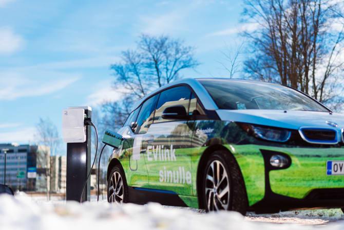 Schneider Electric korvaa vuoteen 2030 mennessä kaikki yritysautonsa sähköautoilla