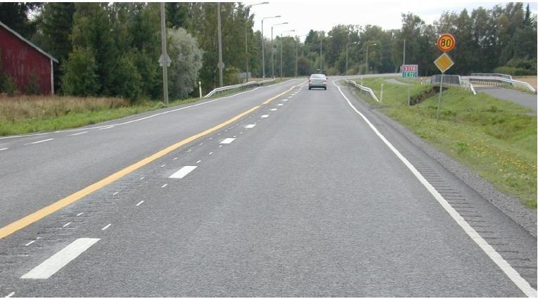 Autotoday 10 vuotta sitten: Autoilijat toivoivat leveän keskialueen tiemerkintöjä lisää