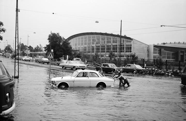 Päivän tulvakuva: Helsingin Nordenskiöldinkatu elokuu 1972