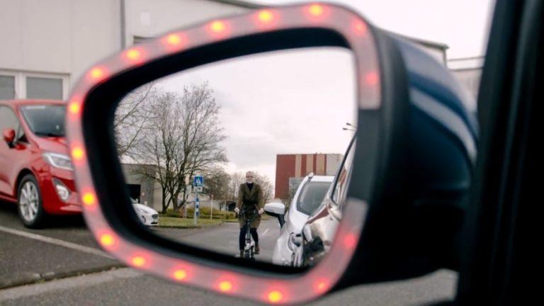Fordin uusi tekniikka varoittaa autoilijoita takaa tulevista pyöräilijöistä