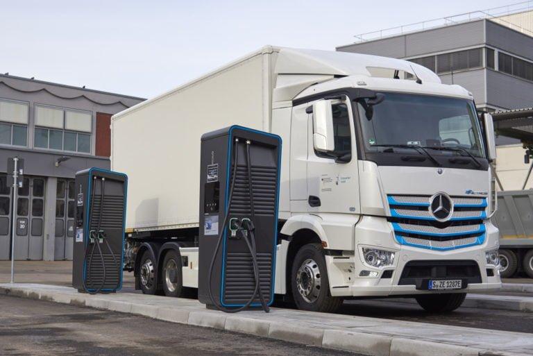 Daimler käynnistää maailmanlaajuisen hankkeen kuorma-autojen latausinfrastruktuurin rakentamiseksi