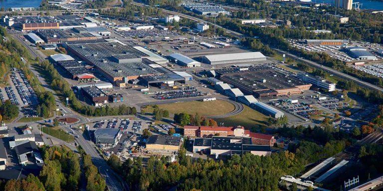Scania pysäyttää tuotannon kahdeksi viikoksi Euroopassa