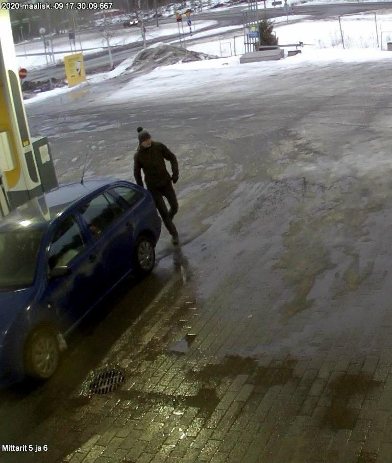 Poliisi kaipaa edelleen havaintoja Joensuun Prisman murtoon liittyvästä sinisestä Škoda Fabiasta