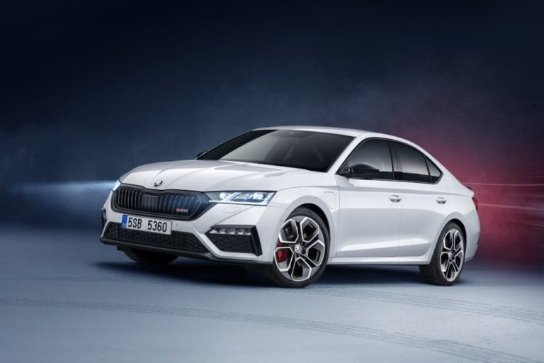 Škoda tuo RS-mallistoonsa ensimmäisen pistokehybridin