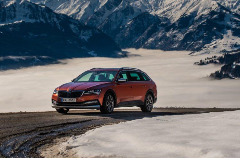 Škoda Superb Scout -auto kulkee myös huonommissa olosuhteissa