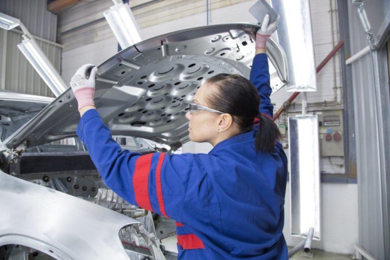 Uudenkaupungin autotehtaalle 400 uutta autonrakentajaa nopealla aikataululla
