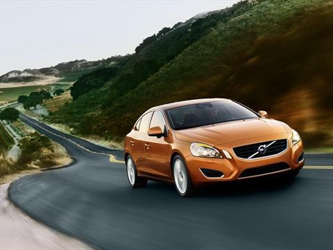 Autotoday 10 vuotta sitten: Volvo valtaa lehden kaikki mainospaikat