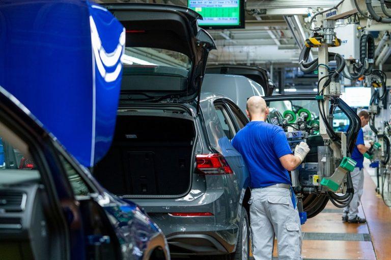 Eurooppa sulkee autotehtaita koronan takia