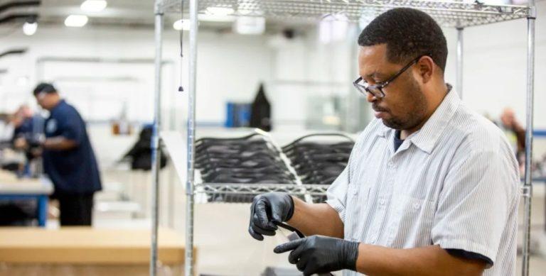 Ford nopeuttaa yhteistyön avulla hengityskoneiden ja henkilösuojainten tuotantoa