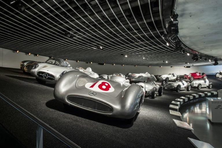 Nyt pääsee netin kautta Mercedes-Benzin museon opastetulle kierrokselle