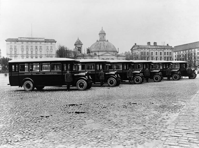 Päivän linja-auto: Reo-merkkiset linja-autot Turun torilla