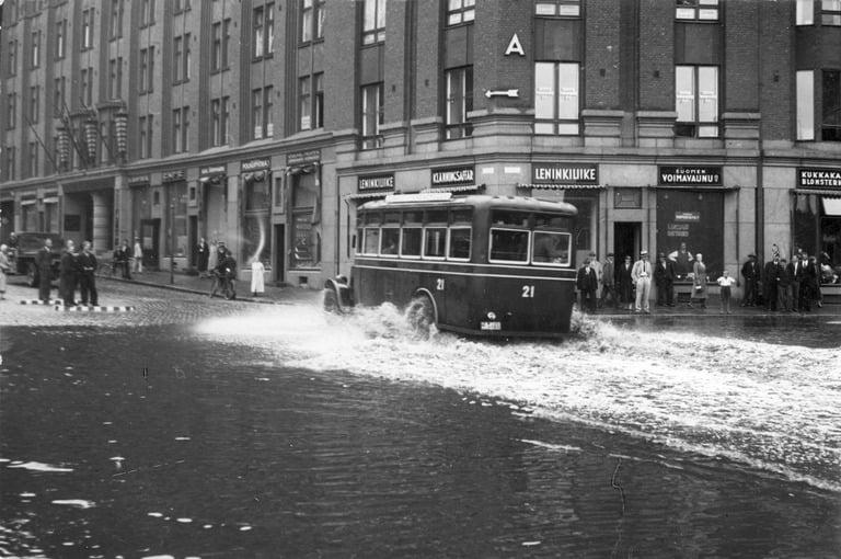 Päivän tulvakuva: Helsingin Rautatientori 1934