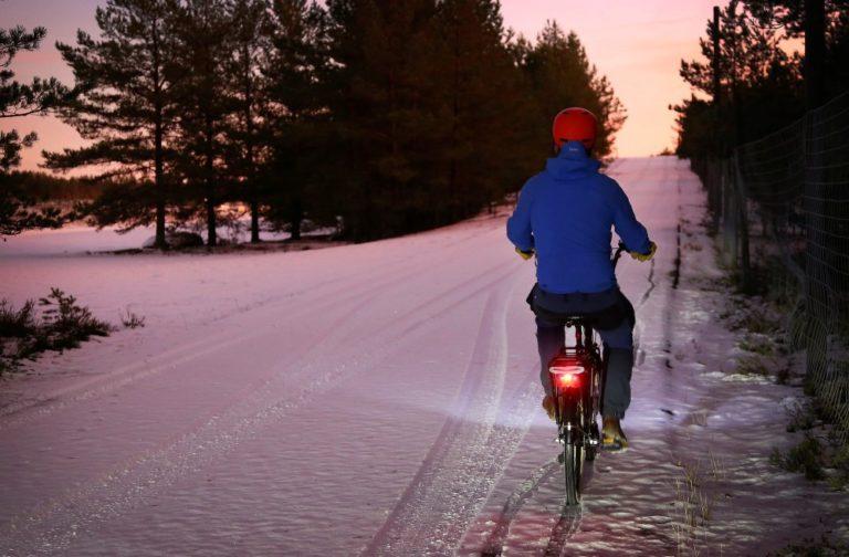 Tieliikennelaki 2020: Punainen takavalo pakolliseksi myös pyöräilijöille