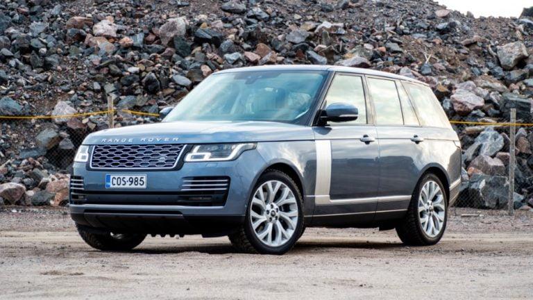 Autotoday tutustui: Range Rover P400e — herrasmiehen sähköistetty jokapaikanhöylä