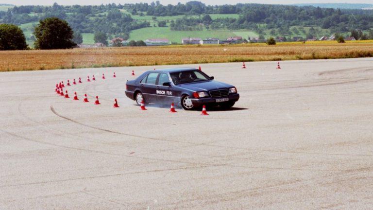Historian havinaa: 25 vuotta sitten julkaistu ajonvakautusjärjestelmä on säästänyt noin 15 000 ihmishenkeä