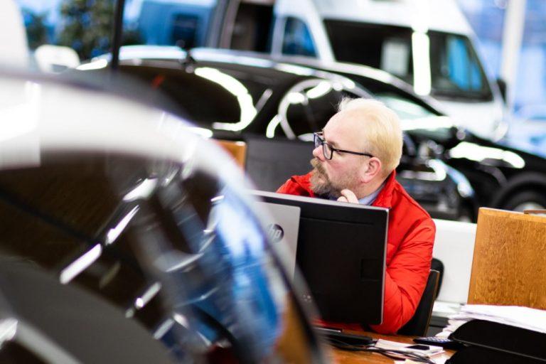 """Autokauppias: """"Autojen kysyntä ei ole kuollut, vaan kauppaa tehdään nyt verkossa!"""""""