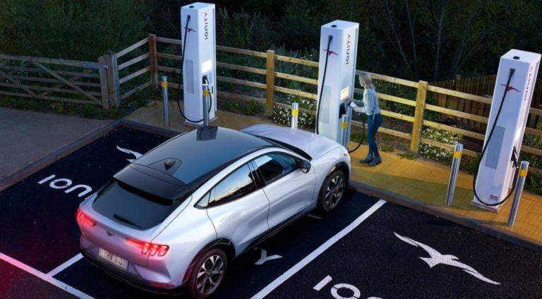 Fordin sähköautolle 119 kilometriä ajomatkaa 10 minuutin latauksella