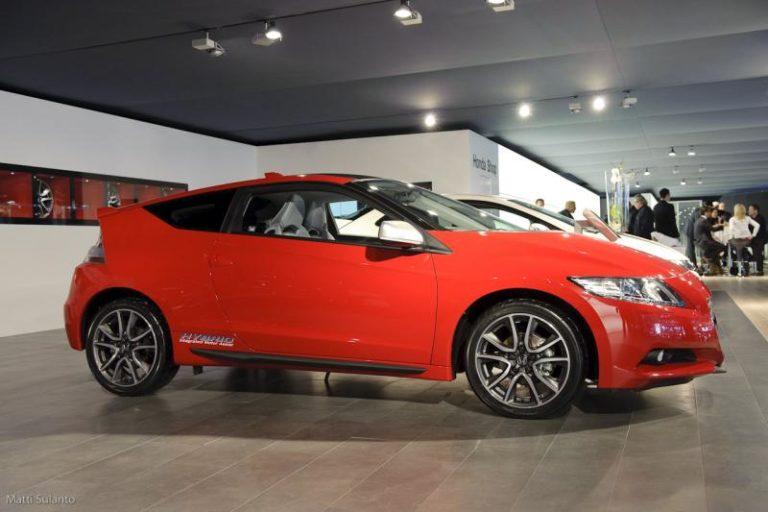 Autotoday 10 vuotta sitten: Hondan CR-Z-sporttihybridi maksaa alle 25 000 euroa