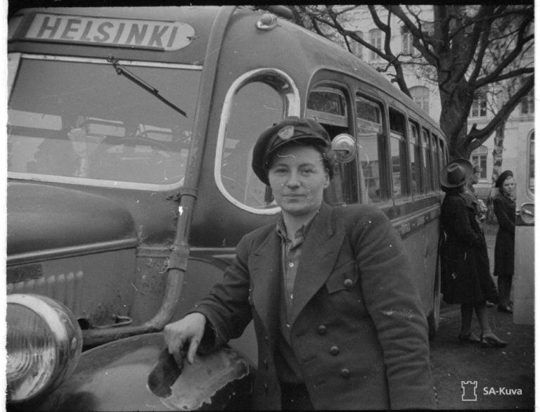 Päivän linja-auto: Suomen ensimmäinen naispuolinen linja-autonkuljettaja