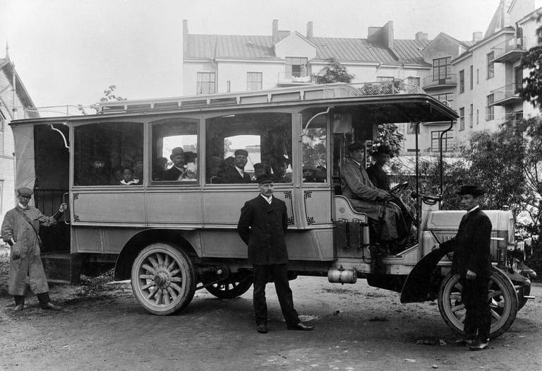 Päivän linja-auto: Raitiotie- ja Omnibusosakeyhtiön vuonna 1907 kokeilema linja-automalli