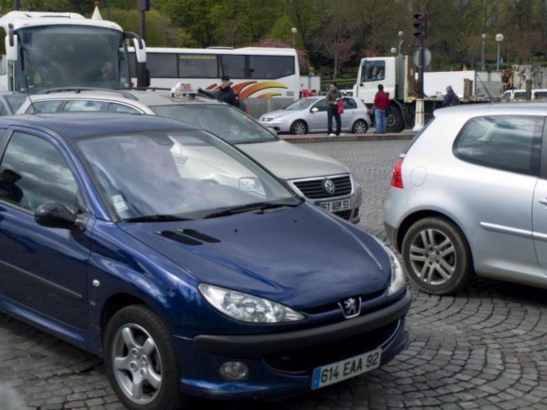 Yle: Ranskassa 7000 euron tuki sähköauton hankkijalle!
