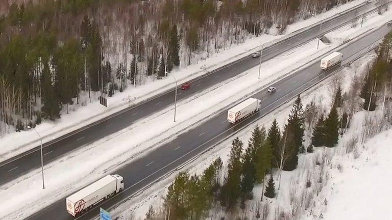 Oulun yliopistossa testattu rekka-autojen semiautonomista letka-ajamista