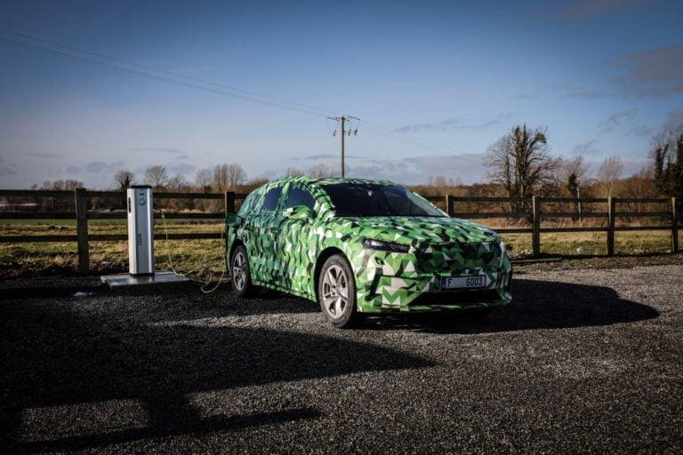 Tällaisen sähköauton Škoda tuo ensi vuonna markkinoille — tarjolla viisi eri tehoversiota