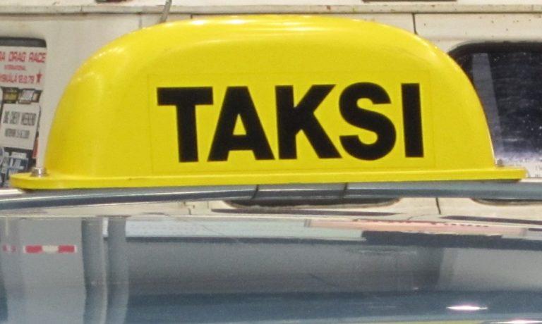 Kohta kaikissa takseissa pitää taas olla taksivalaisin!
