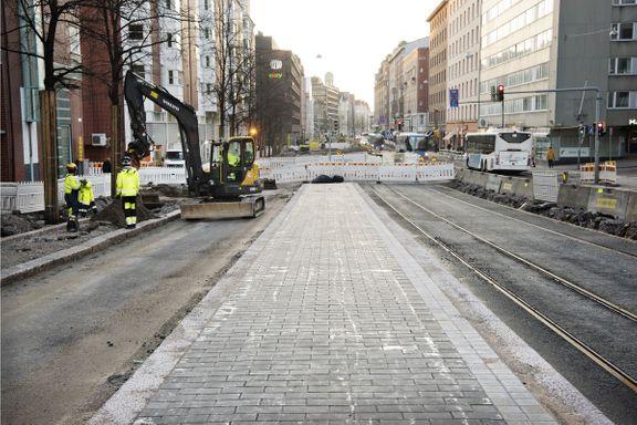 Helsingissä yritetään lyhentää katutöiden kestoa ja vähentää niiden aiheuttamia haittoja