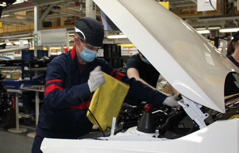 Uudenkaupungin autotehtaan tuotanto käynnistyi tänään