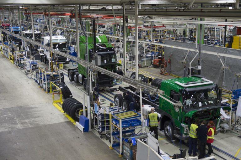 Volvo Trucks aloittaa tuotannon uudelleen