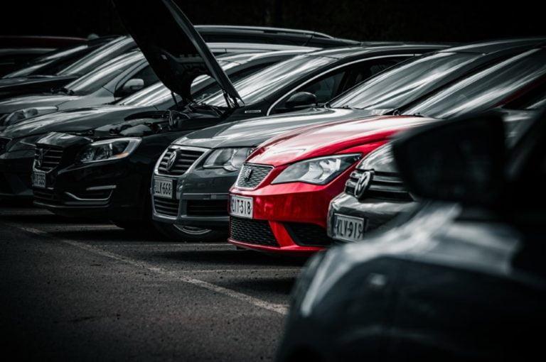 Käytettyjen autojen kauppias: Käytetyt autot viedään nyt käsistä