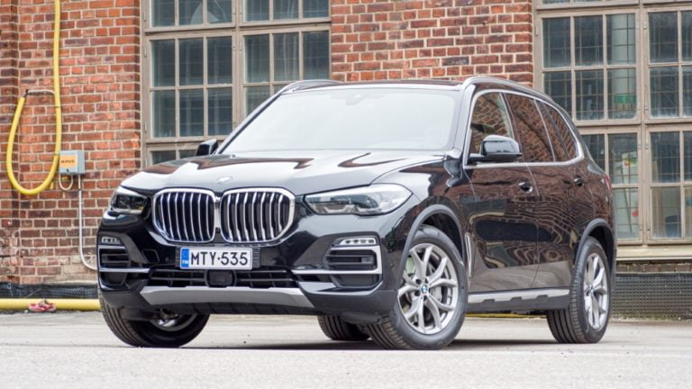 Autotoday tutustui: BMW X5 xDrive45e — tässä paketissa riittää kokoa ja tehoa!