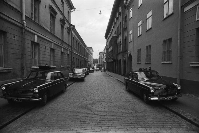 Päivän poliisiauto: Peugeot 404 ja Volvo Amazon