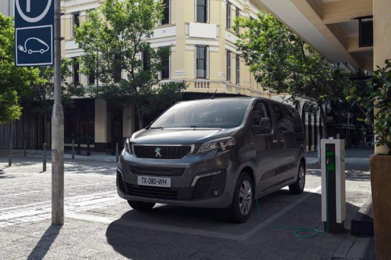 Tällaiset sähköiset Peugeot e-Traveller-versiot tulevat Suomeen vuoden lopulla
