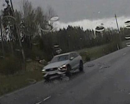 Ajoitko sinä tätä autoa? Poliisi kaipaa havaintosi Sipoon poliisiautokolarista!