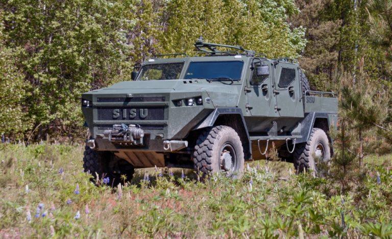 Sisu toimittaa panssaroituja maastoajoneuvoja Maavoimille – sarjatuontanto alkaa
