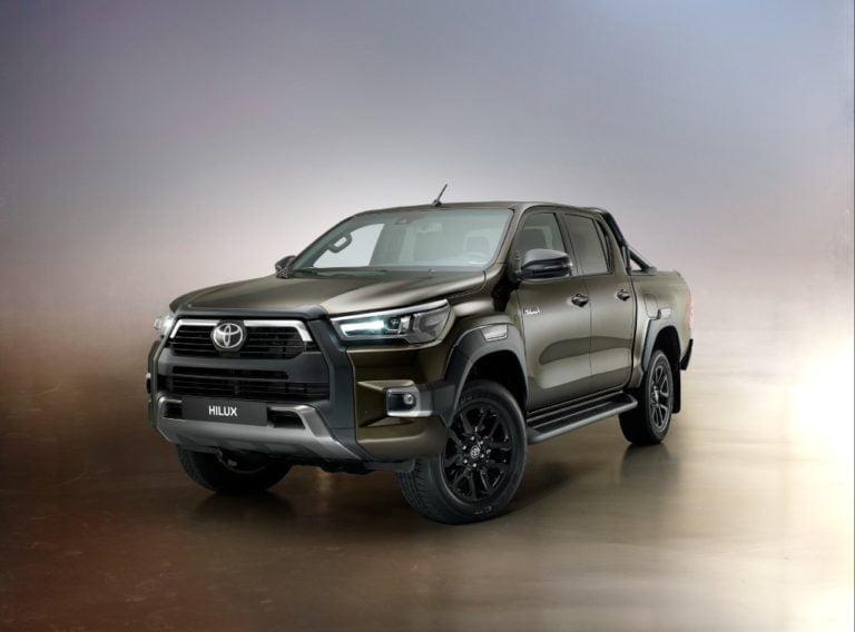 Tällainen on uudistunut avolava Toyota Hilux — Suomeen tulossa loppusyksystä