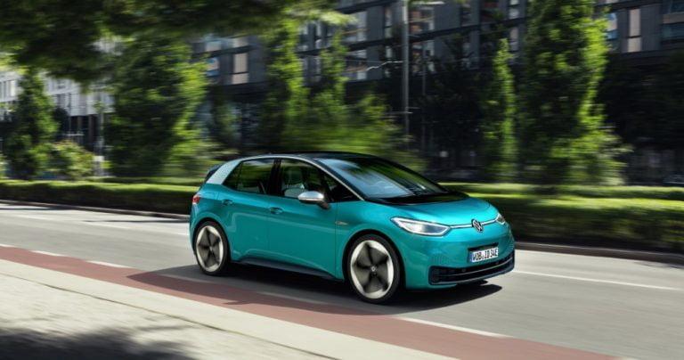Rekisteröinti: Nyt se alkoi — syyskuussa kaksi sähköautoa 10 suosituimman henkilöauton joukossa