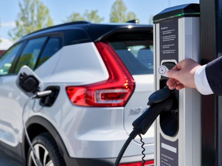 Volvon sähköautoilijoille Euroopassa tarjolla yli 200 000 latauspistettä