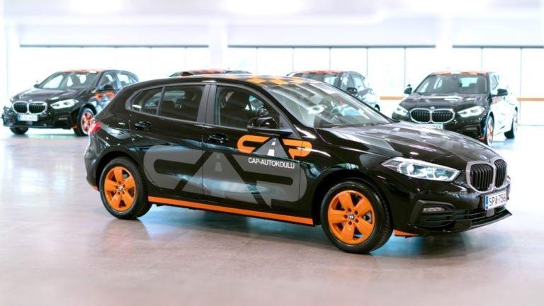 Iso määrä BMW 1 -sarjalaista autokoulukäyttöön