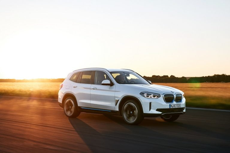 Nyt BMW X3 -malli on tarjolla myös sähköautona
