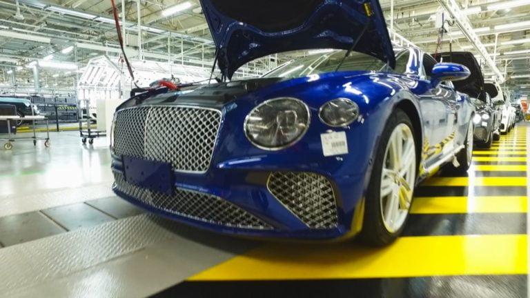 Uusi sarja televisiossa — Näin rakennetaan luksusauto