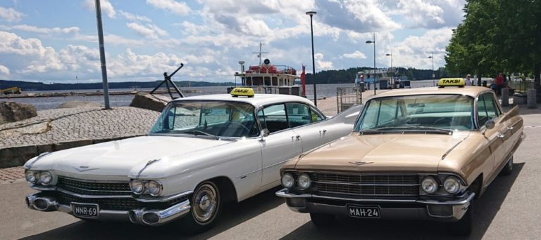 Kuopiossa taksiasiakas pääsee fiilistelemään perinteisillä Cadillac-autoilla