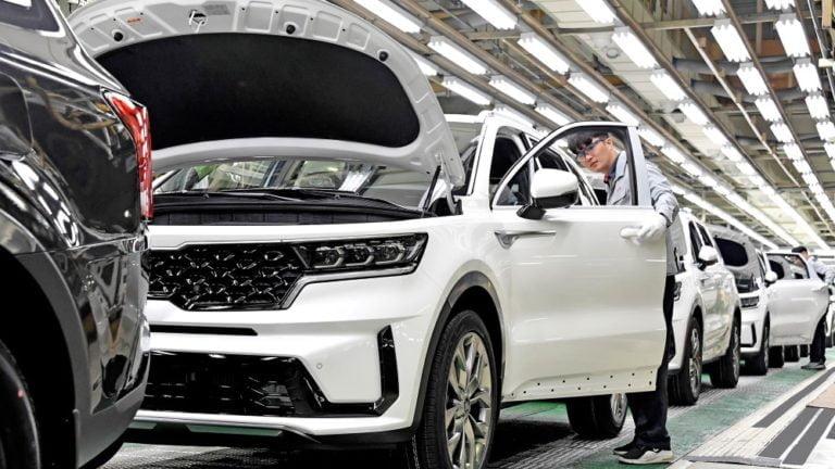 Kia aloitti Suomeen syksyllä saapuvan Sorenton hybridimallin valmistuksen